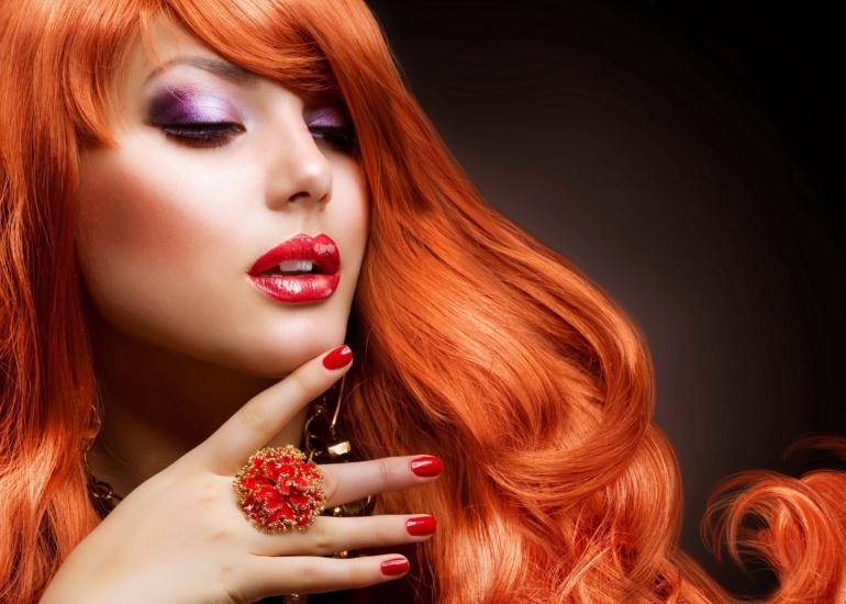Farbowanie włosów w domu czy u fryzjera – co warto wybrać?