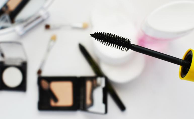 Jak nauczyć się wykonywania makijażu?