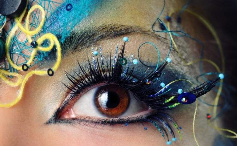 Prawidłowy demakijaż okolic oczu