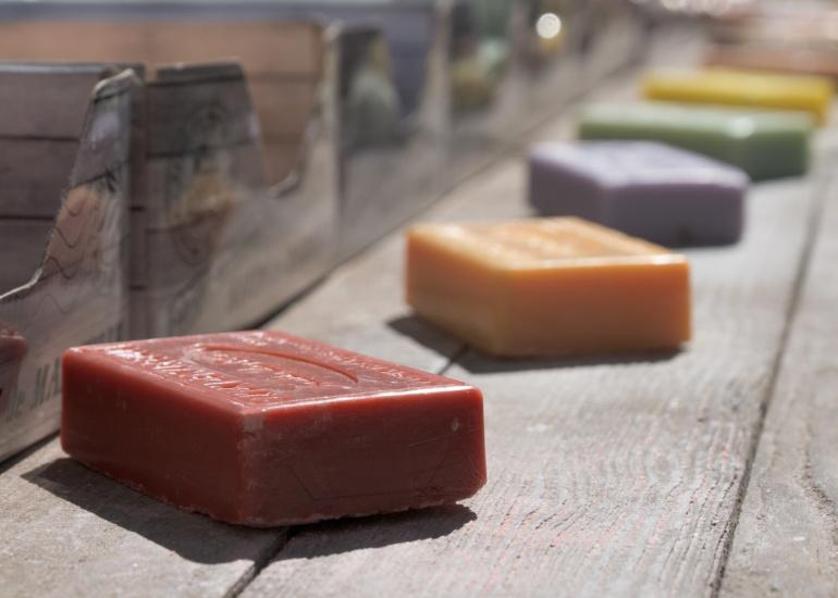 Kosmetyki naturalne a organiczne – czym się różnią?
