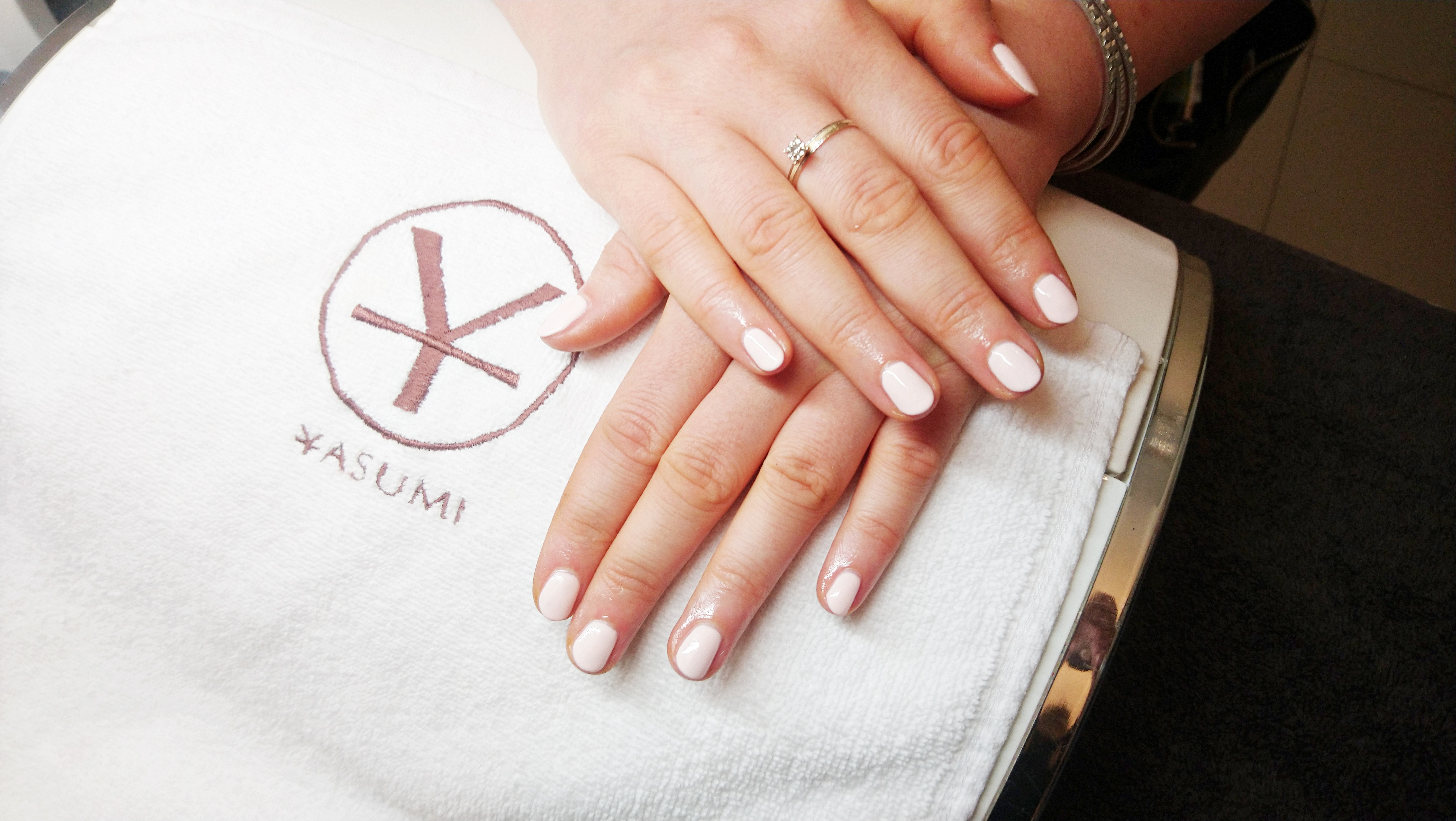 Manicure hybrydowy Yasumi