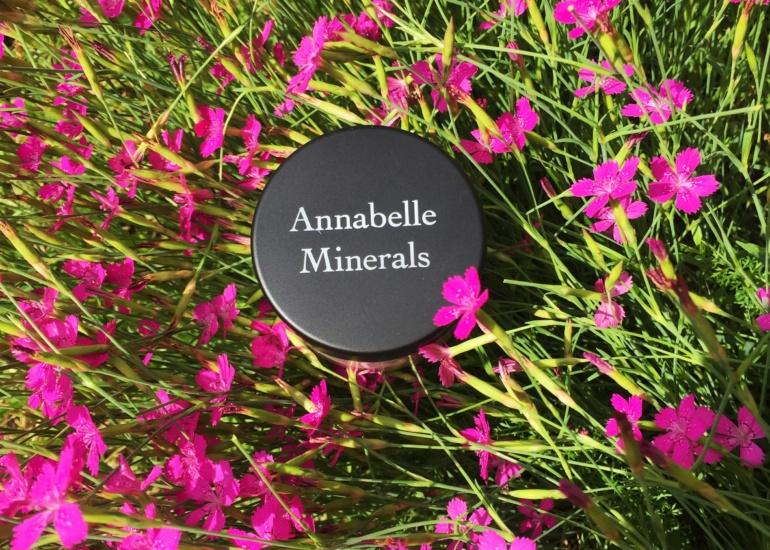 Annabelle Minerals – czy warto stosować podkład mineralny tej marki?